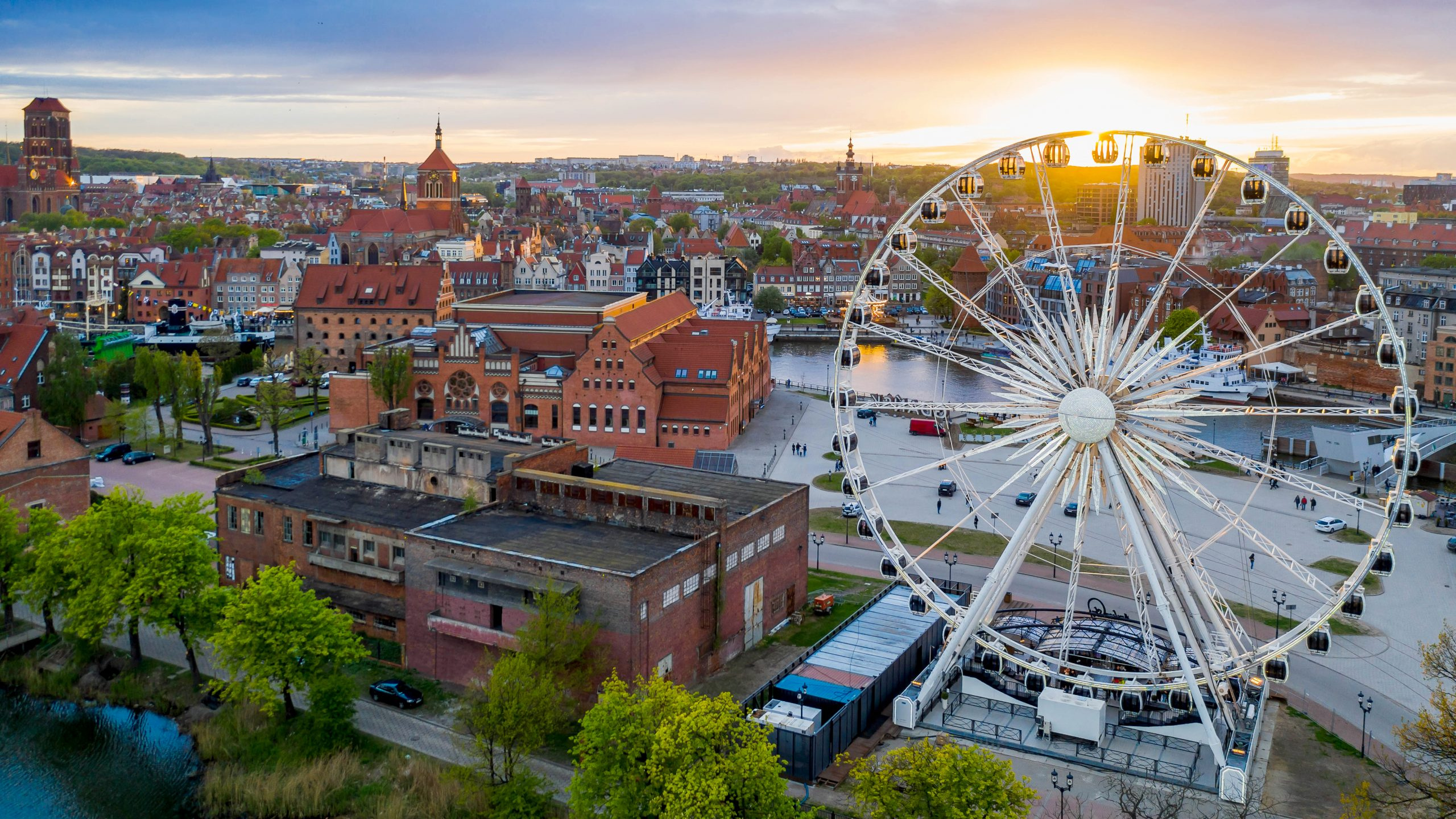 amber-sky-ferris-wheel-gdansk