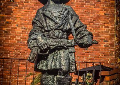 little-insurgent-statue-warsaw-poland