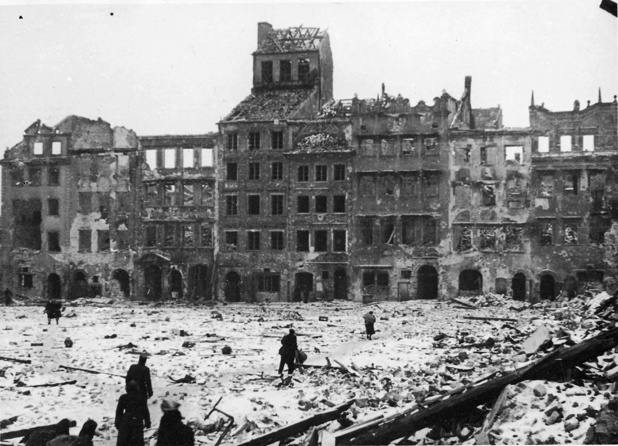warsaw-destroyed-1945