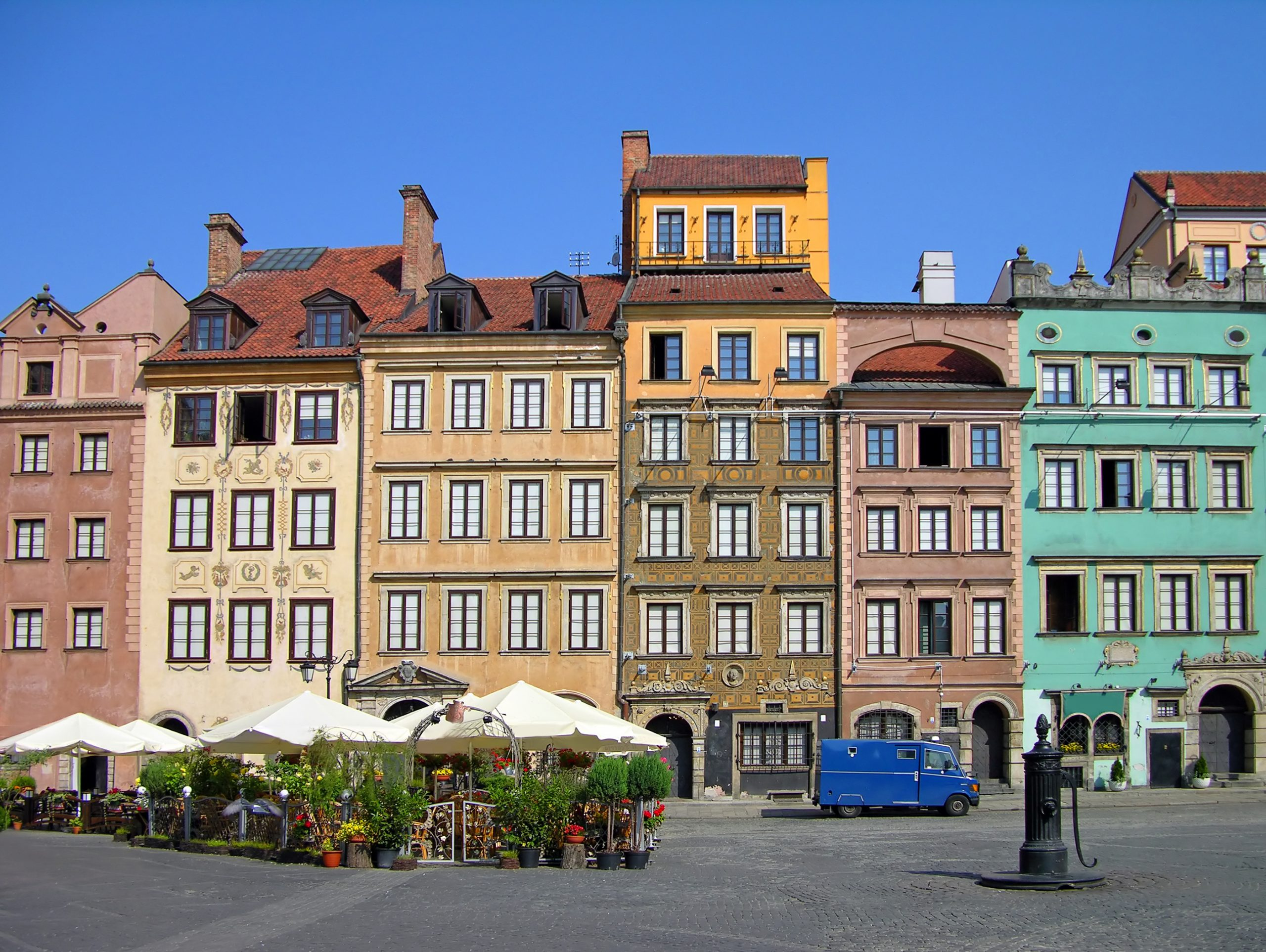warsaw-old-town-square-poland