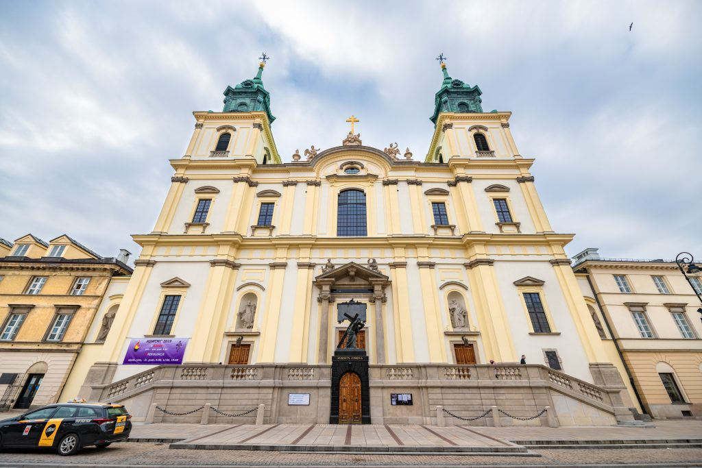 church-of-holy-cross-warsaw-poland