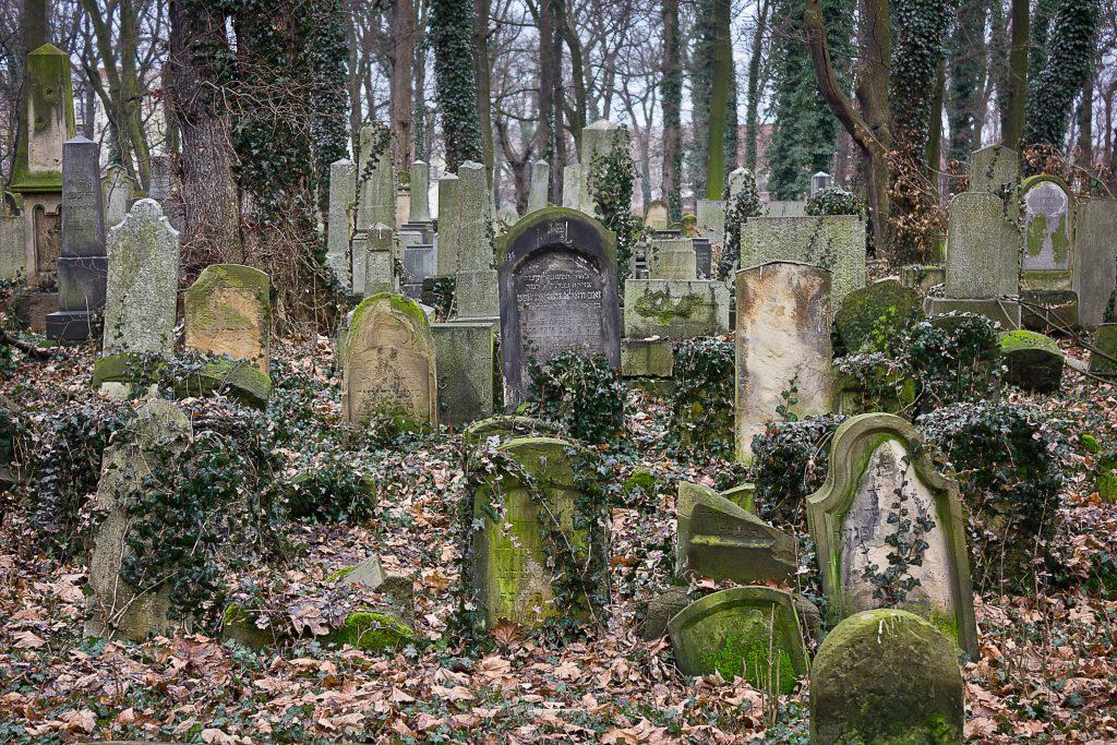jewish-cemetery-kazimierz-krakow-poland