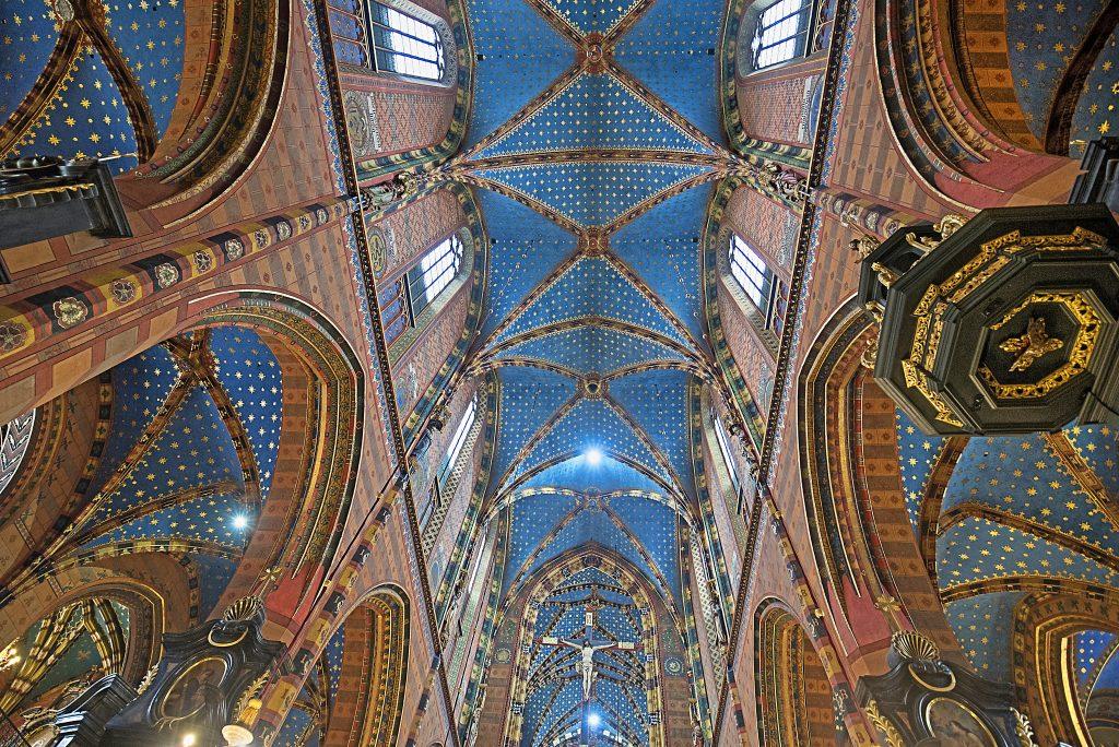 mariacki-church-st-marys-basilica-krakow-poland