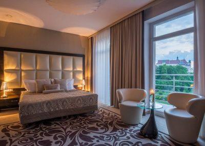 queen-boutique-hotel-room-krakow-poland