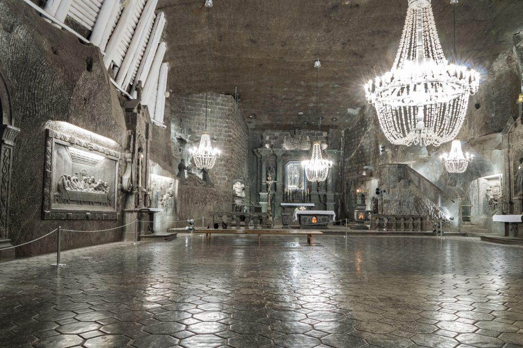 wieliczka-salt-mine-ballroom-chapel-krakow-poland